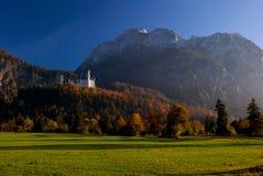 在美好的城堡横向neuschwanstein附近 免版税库存图片