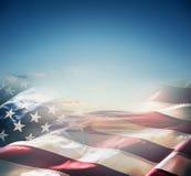 在美好的日落或日出的美国国旗 免版税库存图片