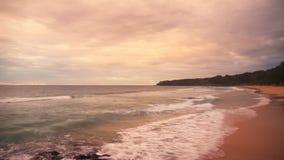 在美好的日落的热带海滩 股票视频