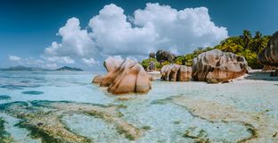 在美好的昂斯市来源d的印象深刻的cloudscape'银海滩,拉迪格岛,塞舌尔 地点壮观 免版税图库摄影