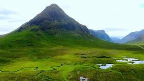 在美好的风景的飞行在苏格兰高地 股票视频