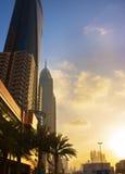 在美好的sunsetï ¼ Œdubai的现代高层建筑物 库存照片