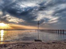 在美孚海湾,黄昏的阿拉巴马的Fairhope码头 免版税库存图片