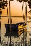 在美洲红树停泊的渔船。 免版税库存照片
