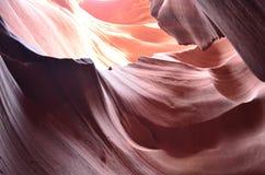 在羚羊峡谷墙壁上的意想不到的颜色  免版税库存图片