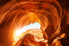 在羚羊峡谷开头的阳光 免版税库存图片