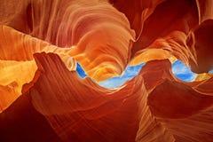 在羚羊峡谷的光滑的岩石雕塑 图库摄影