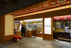 在羽田空港的食品店在东京,日本 免版税库存图片