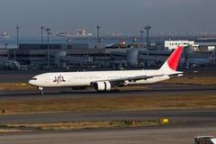 在羽田空港的JAL 免版税库存照片