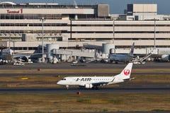 在羽田空港的JAL 免版税图库摄影