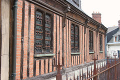 在翁夫勒位于的教会的门面,法国,在半木材被修造了 免版税库存图片