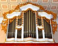 在老中世纪撒克逊人的教会里面的器官在Cinsor, Kleinschenk,特兰西瓦尼亚 免版税图库摄影