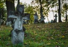 在老公墓的十字架 库存照片