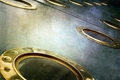 在老军事蒸汽的黄铜舷窗运送 免版税库存图片