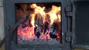 在老农厂熔炉壁炉的火 股票录像