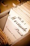 在老卡片索引图书馆之上 库存图片