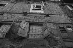 在老城堡的木窗口在斯利那加,印度 库存照片
