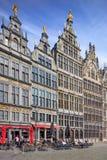在老城市处所,安特卫普,比利时的心脏位于的格罗特Markt巨大集市广场 库存图片