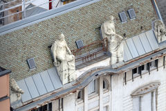 在老城市大厦的门面的雕象在萨格勒布 库存图片