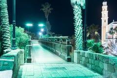 在老城市的聚光灯的绿灯的祝愿的桥梁Yafo Tel Aviv-Yafo位于以色列 库存照片