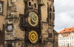 在老城镇厅塔的天文学时钟在Pague 库存照片
