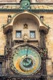 在老城镇厅的天文学时钟在布拉格,捷克语 免版税库存照片