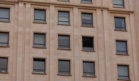 在老大厦的一个开窗口 免版税图库摄影