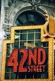 在老大厦的第42个街灯标志在纽约中心 免版税库存照片