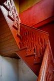 在老大厦的老木台阶 库存图片