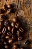 在老委员会的咖啡豆 免版税库存图片