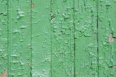 在老委员会的门,纹理背景的切削的油漆 免版税库存图片