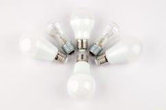 在老对经济和不伤环境的光的白炽,用途的几个LED节能电灯泡 库存图片