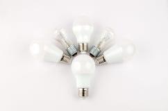 在老对经济和不伤环境的光的白炽,用途的几个LED节能电灯泡 库存照片