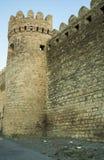 在老市的堡垒墙壁巴库附近,阿塞拜疆 免版税库存图片