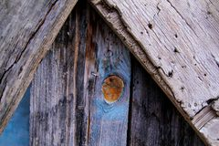 在老房子的木纹理窗口 库存图片