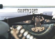 在老打字机写的词版权特写镜头 库存照片