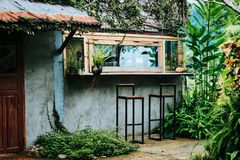 在老挝人的绿色咖啡店 免版税库存图片