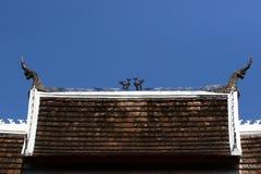 在老挝寺庙屋顶的纳卡语 免版税图库摄影