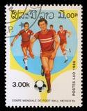 在老挝打印的邮票显示足球运动员 免版税库存照片
