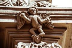 在老教会门面的天使雕象 库存照片