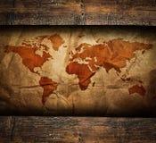 在老木制框架的葡萄酒纸地图 免版税库存图片