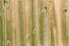 在老木土气材料的削皮油漆在墙壁上 免版税库存图片