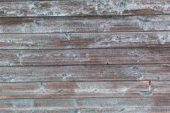 在老木土气材料的削皮油漆在墙壁上 库存图片