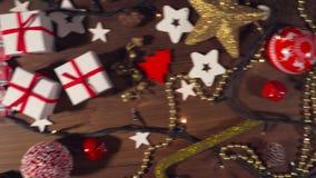 在老木地板上的圣诞节装饰 股票录像