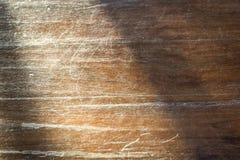 在老木墙壁上的太阳光 库存照片