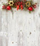 在老木板的圣诞节装饰 免版税库存图片