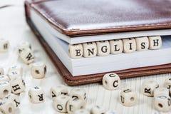 在老木桌上的词英语 免版税图库摄影