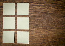 在老木桌桌上的贴纸 免版税库存图片