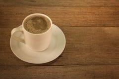 在老木表的咖啡 库存图片