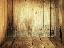 在老木里面的配件箱 免版税库存图片